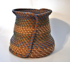 Longleaf Pine Needle Basket by rachelpp beautiful work! Pine Needle Crafts, Basket Drawing, Native American Baskets, Pine Needle Baskets, Basket Crafts, Weaving Art, Straw Weaving, Textile Fiber Art, Pine Needles