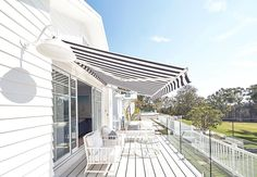 Winter sun ☀️ This outdoor space gets 90% of its relaxed, holiday vibe from the striped awning by @luxaflexaus 🌴 Practical and…