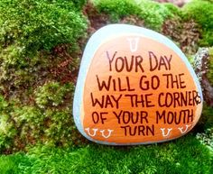 Discover recipes, home ideas, style inspiration and other ideas to try. Pebble Painting, Pebble Art, Stone Painting, Rock Painting Ideas Easy, Rock Painting Designs, Inspirational Rocks, Rock And Pebbles, Rock Decor, Kindness Rocks
