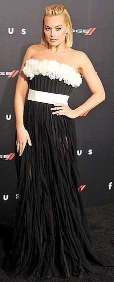 The Aussie actress balanced conservative and sexy in a Giambattista Valli gown featuring a ruffled neckline and sheer skirt.