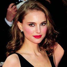 Love her makeup!