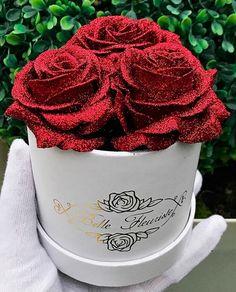 ღ sαℓσмé ∂єsєrτ ღ Glitter Roses, Red Glitter, Fresh Flowers, Beautiful Flowers, Latex Allergy, Rose Care, Rose Arrangements, Luxury Flowers, Mini Roses