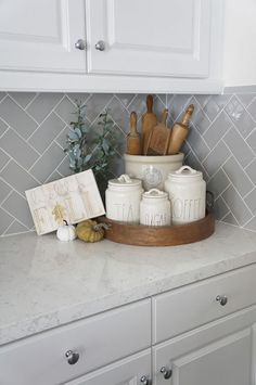 Perfecting the Homefront: Kitchen Tour - Kitchen Decor Kitchen Countertop Decor, Rustic Kitchen Decor, Home Decor Kitchen, New Kitchen, Home Kitchens, Country Kitchens, Updated Kitchen, Küchen Design, Home Decor Accessories