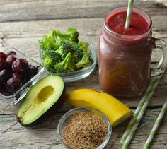 Pretty much all the fiber your kid needs for the day, in one smoothie. High fiber broccoli smoothie for kids.