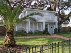 Gulf Breeze Tree House - Quiet neighborhood, walk to beach