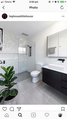 44 creative tiny house bathroom remodel ideas to make it look larger 27 - Großes Bad - Bathroom Decor Ensuite Bathrooms, Tiny House Bathroom, Bathroom Renos, Bathroom Renovations, Master Bathroom, Bathroom Showers, Small Bathrooms, Small Bathroom With Bath, Light Grey Bathrooms
