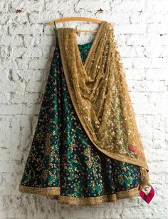 Wedding Lehenga contrast dupatta trend has been here for awhile, and I am here to show you exactly which dupatta will go best with your wedding lehenga.