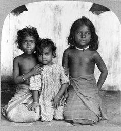Singhalese Girls, Ceylon (Sri Lanka) ca. Antique Photos, Old Photos, Vintage Photos, Sri Lankan Girls, Ceylon Sri Lanka, Little Girl Models, Kids Around The World, Beautiful Girl Image, Interesting Faces