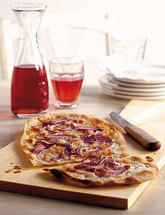 Flammkuchen Rezept, need to translate this recipe. We had this in Salzburg and it was delicious. The American version recipes I've tried don't even taste close to what we had.