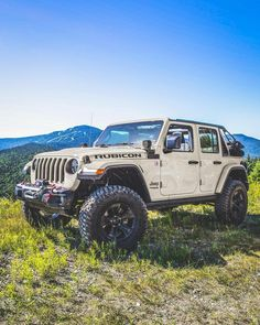 I'm not a fan of the black wheels, but this is a great looking Jeep JL Jeep Jl, Jeep Cars, Jeep Truck, Jeep Wrangler Rubicon, Jeep Wrangler Unlimited, Jeep Wranglers, My Dream Car, Dream Cars, Ambulance