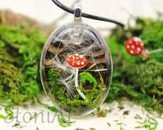 Fliegenpilz echte Pusteblumen & Moos  Wald Halsschmuck Oval Pendant, Resin Jewelry, Earthy, Christmas Bulbs, Stuffed Mushrooms, Holiday Decor, Unique, Crafts, Dandelions