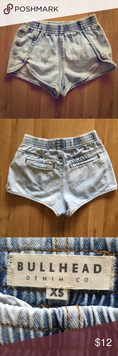 Bullhead Jean Shorts Cute pair of jogger style acid wash jean shorts. In great used condition. Perfect for summer! Bullhead Shorts Skorts