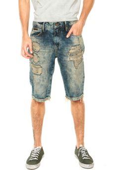 Bermuda Jeans Forum Thiago Dirty Azul, com cinco bolsos, cinco passantes no cós, amassados propositais e lavagem destroyed escurecida. Possui modelagem slim fit, barra italiana e fechamento por zíper e botão.Confeccionada em jeans 100% algodão.Medida: Cintura: 86cm Quadril: 98cm Gancho: 28cm Comprimento: 60cm Tamanho: 40         Medidas do Modelo: Altura: 1,85m / Tórax 98cm / Manequim 40.
