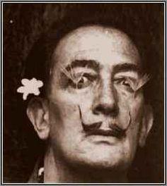 Pittura - Salvador Dalì (1904 - 1989) Dalì si reca a Parigi, dove partecipa alle attività del gruppo surrealista, come altri surrealisti, ad esempio Magritte, anche Dalì è fortemente colpito dall'opera di de Chirico ed ispirato alla psic #paranoico-critico #dalì #surrealista