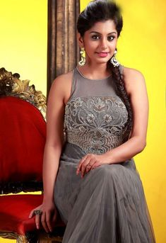 Meera Nandan is an Indian actress who works in the South Indian Film industry. Bollywood Bikini, Bollywood Actress Hot, Bollywood Saree, Hot Actresses, Beautiful Actresses, Indian Actresses, Saree Backless, Photoshoot Images, Tribal Women