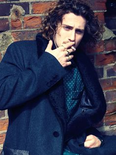 aaron johnson look at those curls!