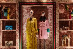 "GUCCI,""The windows take their inspiration from Alessandro Michele's Cruise Runway Show for women"", creative by Chameleon, pinned by Ton van der Veer Boutique Decor, Boutique Interior, Visual Display, Display Design, Clothing Store Design, Clothing Displays, Gucci Floral, Showroom Design, Retail Store Design"