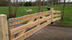 Eiken landhek Wooden Garden Gate, Wooden Fence, Garden Gates, Front Gates, Entry Gates, Horse Fencing, Horse Barns, Driveway Gate, Fence Gate