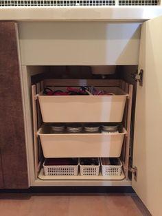 ゴチャゴチャしていた我が家の洗面台下の収納。<br />材料はALLダイソーで簡単なラックをDIYすることにより、<br />そのゴチャゴチャを解消!家族も使いやすい洗面台下の収納が実現しました♪