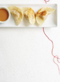 Recette de Ricardo: Dumplings de porc et sauce aux arachides. J'ai acheté les Dumplings au IGA et j'ai fait la sauce aux arachides. Très bon!