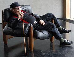 Sérgio Rodrigues e sua Poltrona Mole ... one of the finest expressions of design in Brazil...