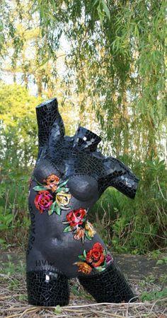 mozaieknicoline.com - gallery Pottery Sculpture, Sculpture Art, Tile Art, Mosaic Art, Mannequin Art, Arm Art, Found Object Art, Ceramic Figures, Mosaic Garden