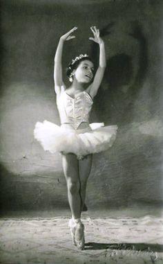 http://fe867b.medialib.glogster.com/angelcutieio/media/a4/a426badad4ecd0607ce50eff0f6c49c0be36bb05/little-ballerina-girl-vintage-postcard.jp...