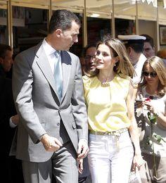 Don Felipe y doña Letizia en la Feria del Libro de Madrid #royals #royalty