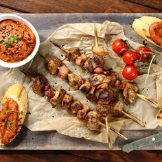 szaszłyki, szaszłyki mięsne, grillowane polędwiczki, szaszłyki z boczkiem, pomysł na grill, grill, grillowanie, boczek, bakłażan, kolendra, warzywa, grill time, grill party, shishkebab, shashlikas Chicken Wings, Dip, Grilling, Meat, Food, Salsa, Crickets, Essen, Meals