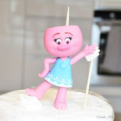 Discover recipes, home ideas, style inspiration and other ideas to try. Fondant Figures Tutorial, Cake Topper Tutorial, Fondant Toppers, Fondant Cakes, Fondant Bow, Fondant Flowers, Trolls Birthday Party, Troll Party, Chocolate Fondant