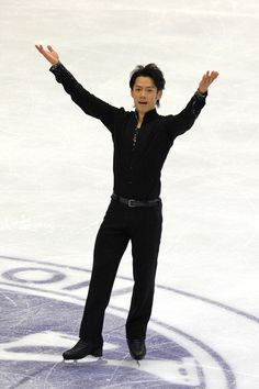 Daisuke Takahashi Photos Photos - Daisuke Takahashi of Japan performs in the men's singles during day three of the ISU Grand Prix of Figure Skating NHK Trophy at Makomanai Sekisui Heim Arena on November 13, 2011 in Sapporo, Japan. - NHK Trophy - Day 3
