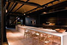 Cuisine Bulthaup Kitchen Island Dining Table, Kitchen With Long Island, Long Kitchen, New Kitchen, Island Table, Kitchen Furniture, Kitchen Interior, Kitchen Decor, Beach House Kitchens