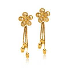 Daisy earrings in 18KT yellow gold with diamonds.