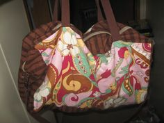 Tutorial: funky travel bag   - sewing inspiration - cross body hand bag - sewing elements of the ideal bag