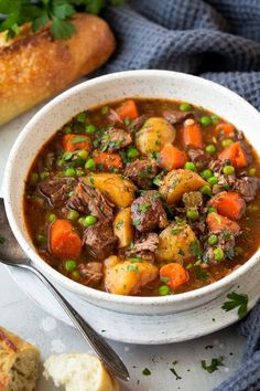 Slow Cooker Beef Stew - This beef stew is the definition of comfort food! It is packed with flavor and that low and slow cooking yields the most tender beef. A staple recipe! Healthy Pastas, Healthy Crockpot Recipes, Beef Recipes, Soup Recipes, Cooking Recipes, Bread Crockpot, Dinner Recipes, Crockpot Meals, Shrimp Recipes