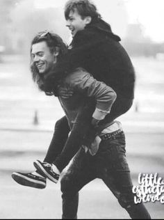 harry and louis fanart ~ harry and louis ` harry and louis larry stylinson ` harry and louis wallpaper ` harry and louis tattoos ` harry and louis fanart ` harry and louis kiss ` harry and louis aesthetic ` harry and louis holding hands Louis Et Harry, Harry 1d, Larry Stylinson, Louis Tomlinson, Luke Hemmings, Great Love Stories, Love Story, Harry Styles Updates, Fanfiction