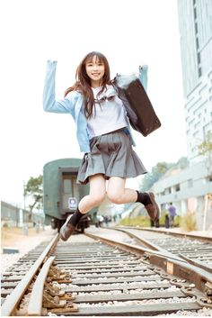 *Closet cosplay connoisseur* The best of: Cosplay. Person on my avatar: Nishiuchi Mariya, someone I adore. Female Pose Reference, Human Reference, Pose Reference Photo, Drawing Reference Poses, Drawing Poses, Japonese Girl, Foto Real, Poses References, Cool Poses