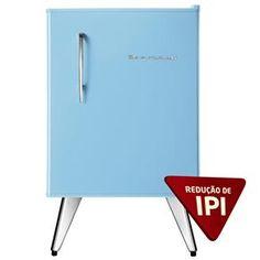 A tradição de casamento pede algo velho, algo novo e algo azul. Que tal esse Mini Refrigerador Brastemp Retrô como presente de casamento? É a peça azul que você precisava!
