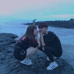 Imagen de ulzzang, kfashion, and korean Korean Girl Ulzzang, Ulzzang Couple, Korean Couple, Best Couple, Cute Couples Goals, Couple Goals, Korean Best Friends, Couple Photoshoot Poses, Couple Aesthetic