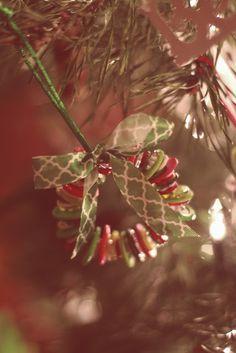 homemade christmas ornaments - button wreaths  babybaumgartner.blogspot.com