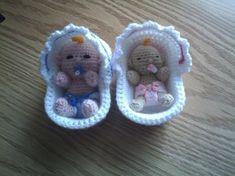 GRATIS PATROON VAN MIJN WIEGJE Crochet Gratis, Crochet Amigurumi, Amigurumi Doll, Crochet Toys, Knit Crochet, Crochet Doll Clothes, Knitted Dolls, Love Crochet, Crochet For Kids