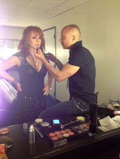 Twitter / Vanitymark: w/el Reebs @ Idol. Brett Freedman photo. Loved Reba on American Idol- she rock's
