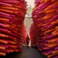 This abandoned alley in #Quebec was transformed when Canadian design collective, Les Astronautes used hundreds of protruding pool noodles. This looks so fun! Photo courtesy of @dezeen #lespassagesinsolites #creativity #installation #designinspiration #publicart #Padgram