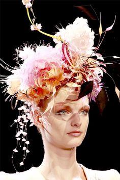 Patricia Van Der Vliet at Giorgio Armani Prive A/W 2011 Giorgio Armani, Armani Prive, Couture Fashion, Fashion Show, Runway Fashion, High Fashion, Women's Fashion, Philip Treacy Hats, Love Hat