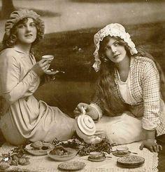 beautiful maidens: a tea time