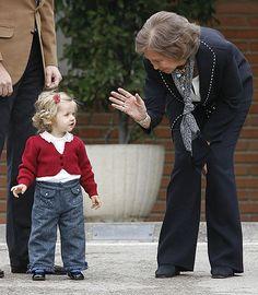 infantitas de borbon: 2º visita de Leonor a Sofia/2007 Princess Letizia, Princess Sofia, Queen Letizia, Royal Fashion, Girl Fashion, Spanish Royalty, Estilo Real, Don Juan, Photography Poses