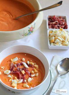 Receta de salmorejo cordobés tradicional Gazpacho, Cooking Recipes, Healthy Recipes, Spanish Food, Cheeseburger Chowder, Tapas, Food Inspiration, Catering, Food And Drink