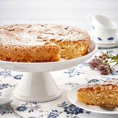 Vaniljfyllningen i Sverigekakan ger otroligt saftiga bottnar med god smak.