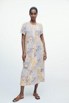 PRINTED MIDI DRESS | ZARA Canada Vestidos Zara, Robes Midi, Pin Tucks, Zara Dresses, Ideias Fashion, Cold Shoulder Dress, Short Sleeves, Short Sleeve Dresses, Prints