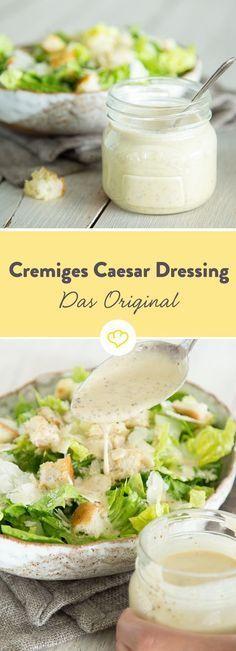 Nur mit dem cremigen Salatdressing aus Eigelb und Sardellenfilets wird aus knackigen Salatblättern, Croutons und Parmesan ein echter Caesar Salad.
